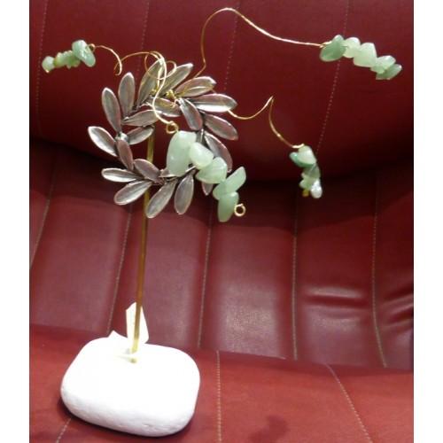 Δέντρο με στεφάνι και πέτρες αβεντουρίνης