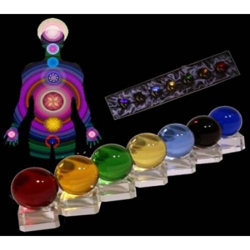 Κρυστάλλινες σφαίρες στα 7 χρώματα των 7 τσάκρας πάνω σε γυάλινες βάσεις