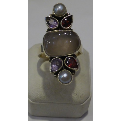 Δαχτυλίδι ασημένιο με αμέθυστο, πέρλα και γρανάτη.